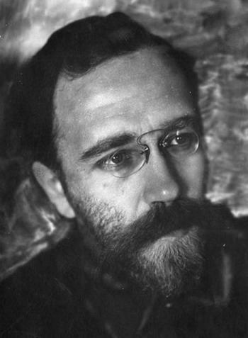 Лев розенфельд родился 6 июля (18 июля) года в москве в смешанной семье: сын инженера-путейца, еврея, принявшего христианство, и русской.