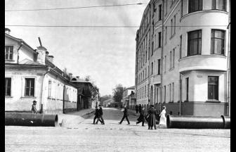 Грибоедовский переулок. 1913 г. Собрание Э. В. Готье-Дюфайе. Фото: retromap.ru
