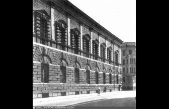 После Октябрьской революции в доме Тарасова разместился Наркомат иностранных дел, который затем сменило общество «Администрация американской помощи (АРА)». До 1934 года здесь размещался Верховный суд СССР.