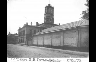 Вид на Арбатский арестный дом из Ножового переулка
