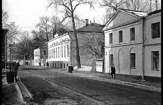 Справа – дом 4 по Казачьему переулку, где в 1920-е гг. находился детский дом. Фото: PastVu