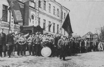 Хотьково в 1930-е гг. (предположительно). Первомайская демонстрация. Фото: hotkovo.net.ru