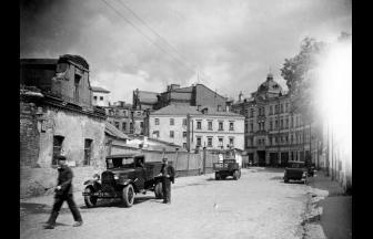 Кривой пер., 1940–1941 гг. Трех- и четырехэтажные здания слева, предположительно, занимал Городской арестный дом