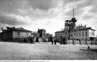 Мясницкий полицейский дом, 1903 г. Слева пожарная часть, справа — полицейская