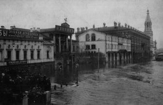 Софийская набережная. 1908 г. Здание с портиком и колоннами в центре — дом № 38. Фото: PastVu