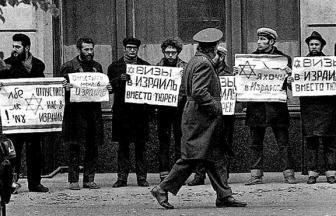 Демонстрация перед зданием МИДа 10 января 1973 года. Фото: архив общества «Мемориал»