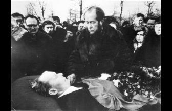 На похоронах Твардовского. Декабрь 1971 г. Фото: архив Общества «Мемориал»