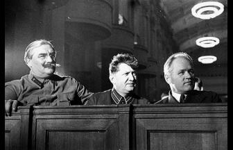 Дж. Багиров и С.Ф. Реденс (в центре) на сессии ЦИК СССР. 1936