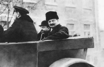 Председатель Реввоенсовета РСФСР Лев Троцкий зимой 1918–1919 гг. в Петрограде. Фото: Wikipedia