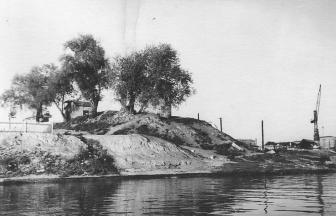 Причал завода железобетонных изделий у улицы Шеногина. 1955. Фото: PastVu