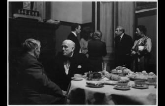 П. Л. Капица беседует со Святославом Рихтером после концерта. Конец 1979 г. Фото: МАММ / МДФ, russiainphoto.ru