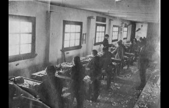 Мальчики в столярной мастерской детского дома.Фото: «Синяя птица»