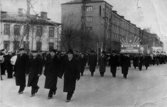Демонстрация на улице Горького. 1950–1955(?) гг. Фото: Архив Тимофея Шарамова
