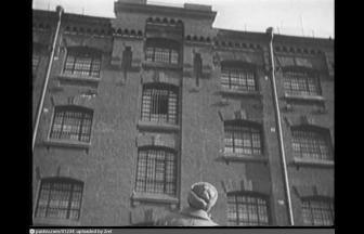 Пятиэтажный корпус во внутреннем дворе тюрьмы. Кадр из фильма «Путевка в жизнь». 1929–1931. Фото: pastvu.com