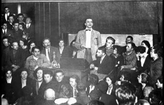 Выступление Маяковского в Политехническом музее
