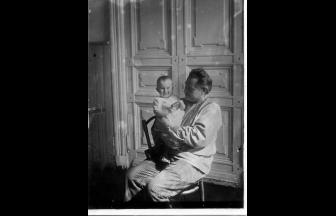 Алексей Феодосьевич Вангенгейм с дочерью Элей. Москва, 1930. Фото: архив общества «Мемориал»