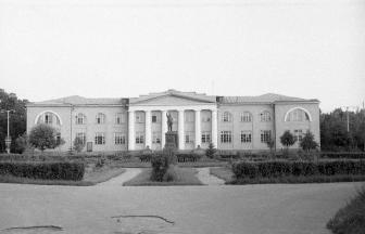 Здание ВИЭВ на месте Главного усадебного дома. 1964 г. Фото: PastVu