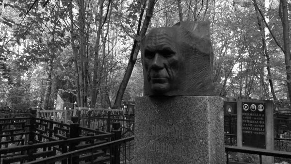 Памятник Шаламову на Кунцевском кладбище