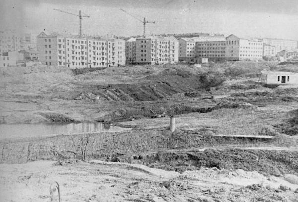 Улица Ферсмана в начале 1960-х гг. Овраги у речки Чуры. Фото: PastVu