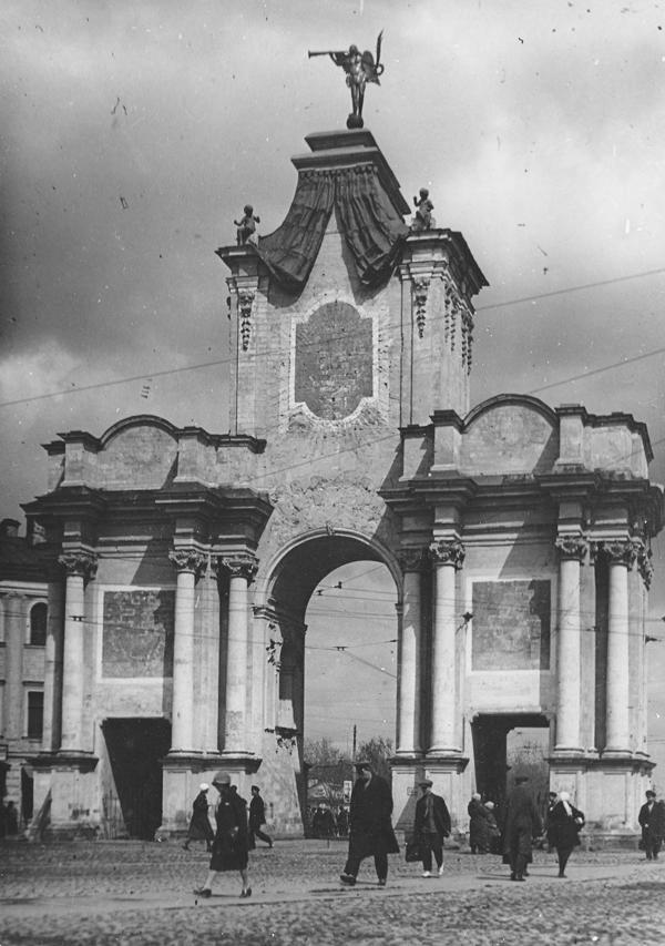 1926–27 гг. Красные ворота незадолго до сноса. Фото: PastVu