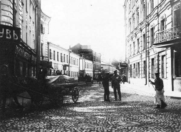 Малая Бронная улица от Тверского бульвара. 1914 г. Фото: oldmos.ru