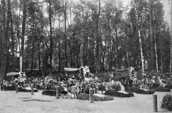 Могилы авиаторов на Братском кладбище. 1920-е гг. Фото: wikipedia.org