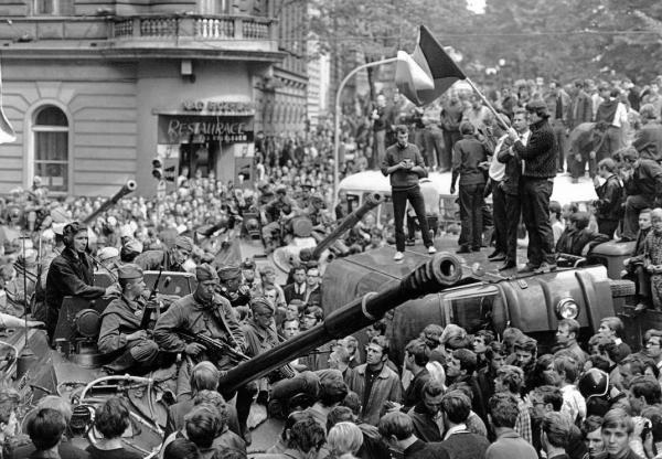 Советские войска в Чехословакии. 1968. Фото: Reuters