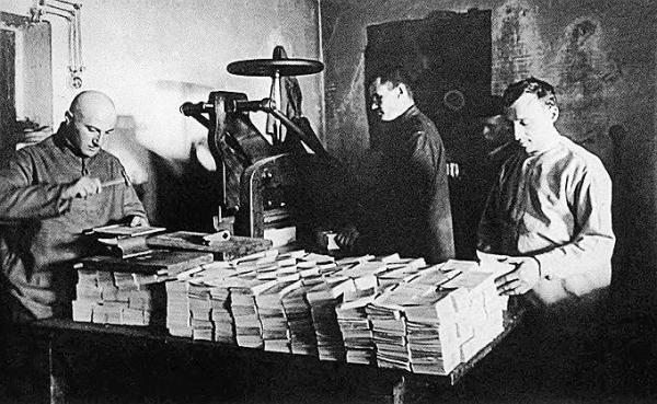 Типография в Соловецком лагере особого назначения. 20-е гг. Фото: Коммерсантъ