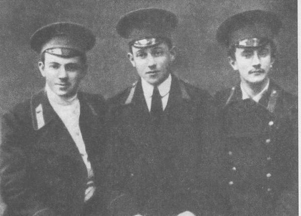 Юрий Тынянов, Лев Зильбер, Борис Михайлов – студенты Петербургского университета. 1913 г.