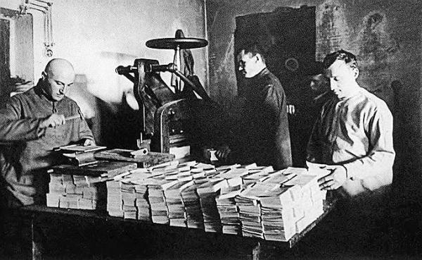 Типография в Соловецком лагере особого назначения. 1920-е гг. Фото: Коммерсантъ