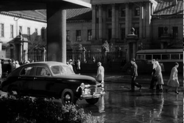Улица Кирова (Мясницкая) в 1947 г. (на заднем плане дом Барышникова). Кадр из к/ф «Весна». Источник: PastVu