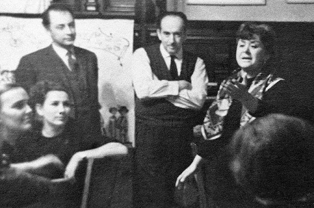 Александр Галич на домашнем вечере в доме Марии Мироновой и Александра Минакера. 1968 г. Фото: АиФ