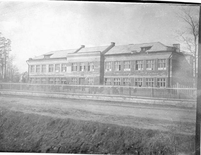 Пример образовательного учреждения 1930-х гг. в Новогиреево. (школа №1). Фото: PastVu