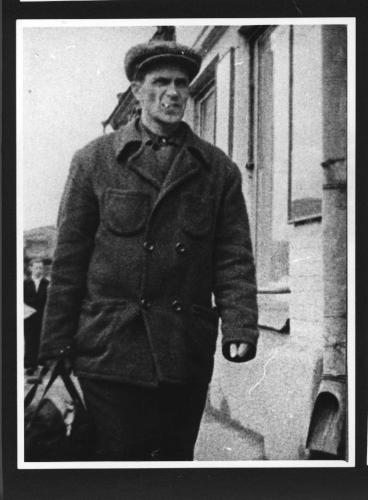 Варлам Шаламов в 1950-е годы (фото скрытого наблюдения за Шаламовым)
