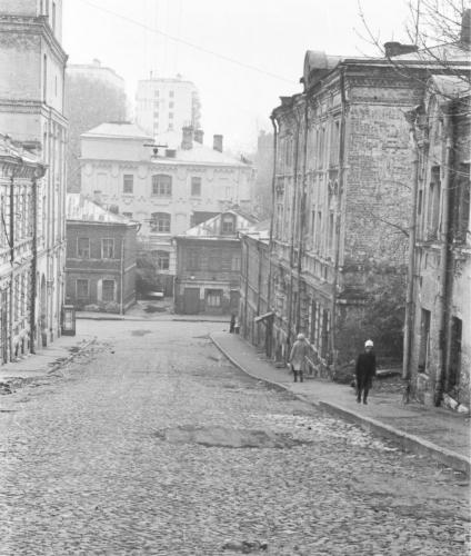 Вид на здание суда со стороны Николоворобинского переулка. 1975. Фото: PastVu