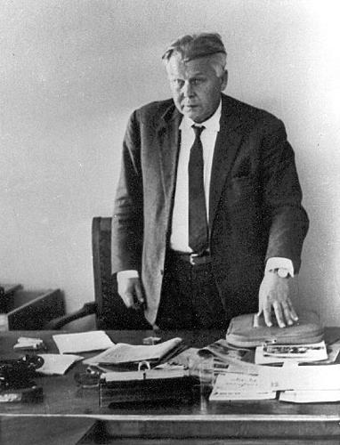 Александр Твардовский в своем кабинете. Середина 1960-х гг. Фото: peremeny.ru