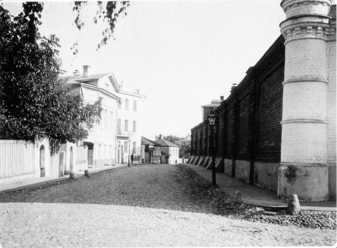 2-й Зачатьевский пер. Справа стена Зачатьевского монастыря. 1913–1914 гг. Фото: PastVu