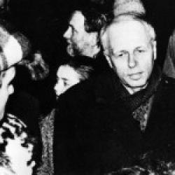 А. Д. Сахаров на Пушкинской площади 5 декабря 1975 года. Фото: архив общества «Мемориал»