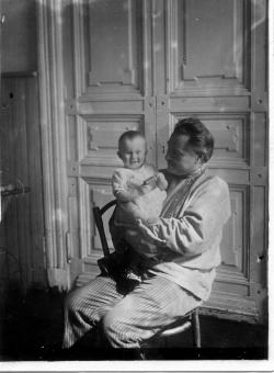 Алексей Феодосьевич Вангенгейм с дочерью Элей. Москва, 1930 г. Фото: архив Общества «Мемориал»